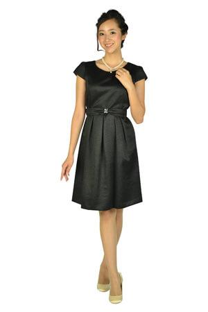 結婚式に黒ドレス・ワンピースでお呼ばれ!参考コーデ&基本