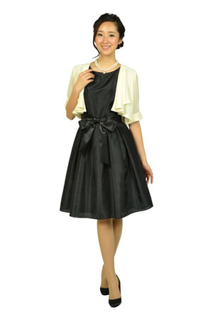 画像:黒いドレス&イエローベージュのボレロ