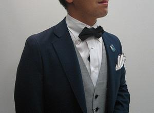 ボタンダウンシャツと蝶ネクタイ