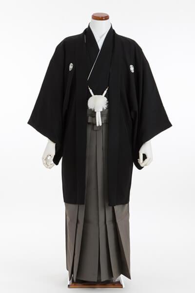 画像:黒の五つ紋付き羽織袴