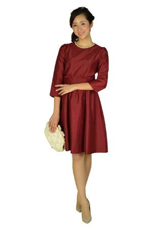 モスグリーンのドレス