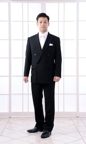 ダブルのブラックスーツ