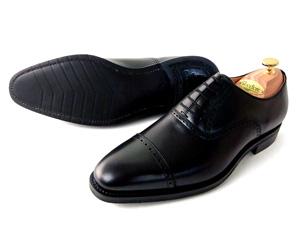 黒の内羽根パンチドキャップトゥの紐革靴