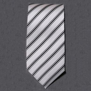 シルバーグレーのネクタイ