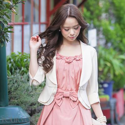 画像:ピンクドレス&ベージュのボレロジャケット