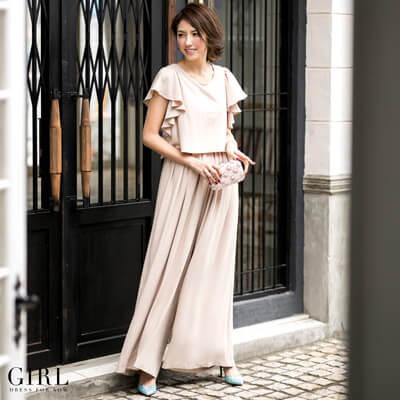 画像:ベージュのロングパンツドレス