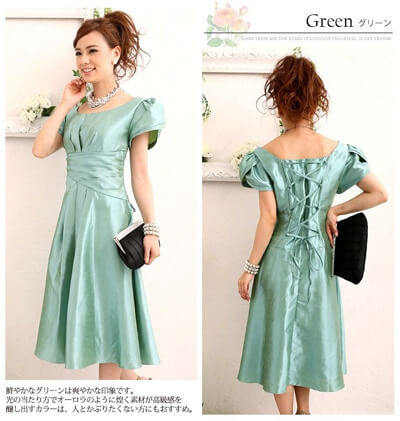 画像:グリーンのシャンタン素材ドレス