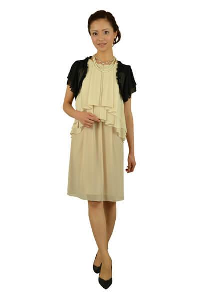 ベージュ系のドレス