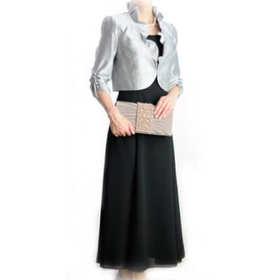 フリルジャケット&黒ドレス
