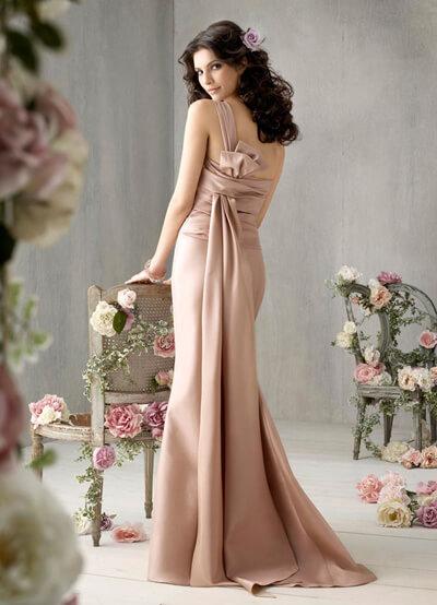 参考画像:イブニングドレス