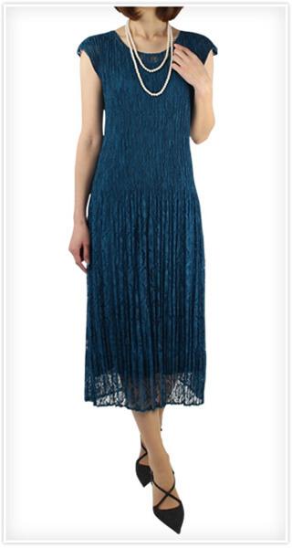 画像:ブルーのロングドレス