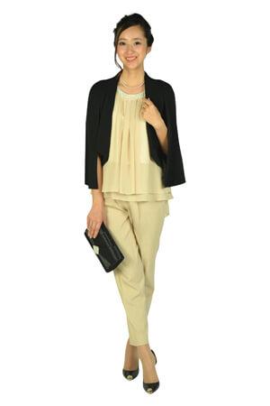 画像:ベージュのノースリーブパンツドレス&ジャケット