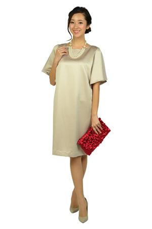 シャンパンベージュのドレス
