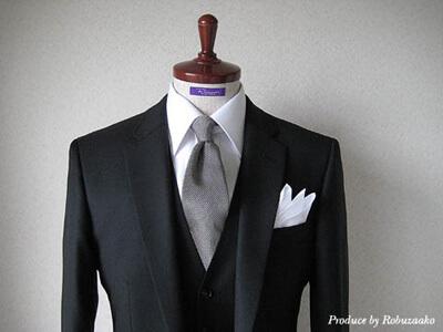 画像:ブラックスーツのコーディネート