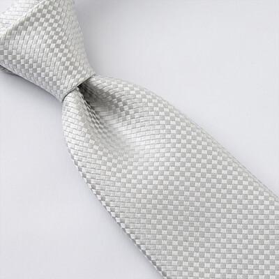 画像:織柄のシルバーネクタイ