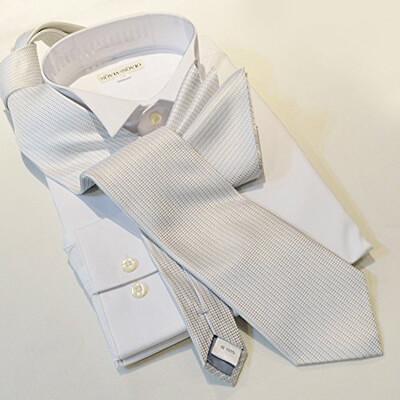 画像:織柄のシルバーネクタイ&ポケットチーフセット