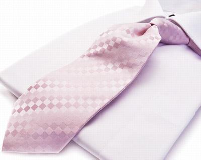 画像:淡いピンクのフォーマルネクタイ