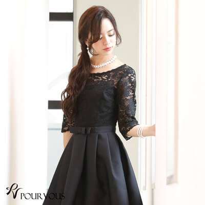 画像:黒のレース袖ドレス
