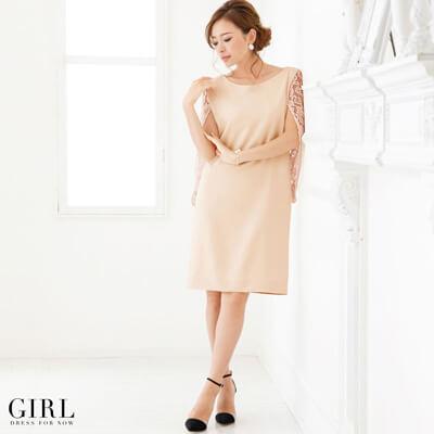 画像:ピンクのレースケープドレス