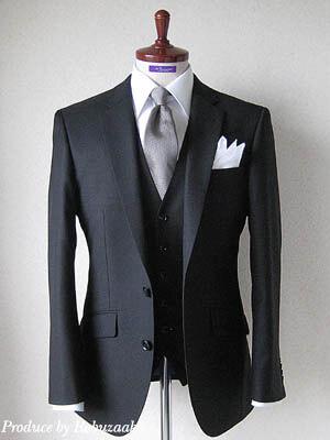 ブラックスーツ&黒のベスト